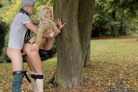 Горячий трах в парке молодой парочки