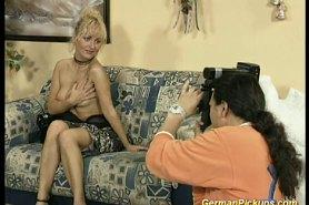 Немецкую девушку пригласили для съемок ню фото