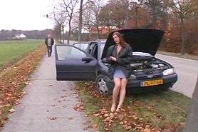 Отремонтировал машину а девушка расплатилась сексом
