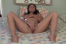 Великолепная Оливия мастурбирует