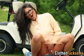 Полрно на газоне для гольфа