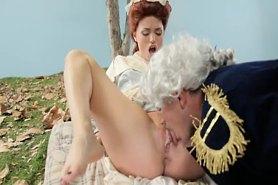 Парень делает куни герцогине
