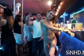 Девчонки голышом в клубе