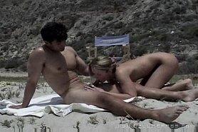 Нудисты кино на пляже