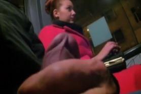 Онлайн видео эксгибиционист в автобусе дрочит