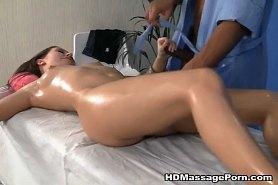 Ебля массаж с брюнеткой