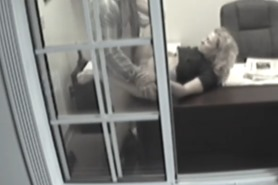 Подсмотренное в окнах секс в офисе