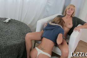 Подглядывать за телками лесбиянками