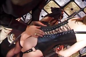Зрелая дамочка познает жесткий секс