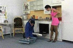 Секс с сантехником домохозяйки