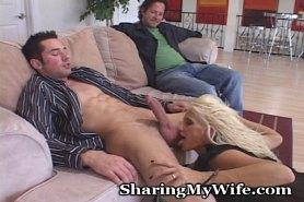 Парень трахает девку муж смотрит