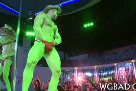 Мужской стриптиз в исполнении Dancing Bear