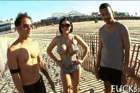 Познакомились на пляже и дома потрахались