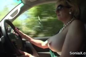 Пышные сиськи за рулем