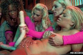 Лесбиянки устроили групповой секс