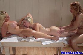 Грудастые красотки голые и в массажном кабинете