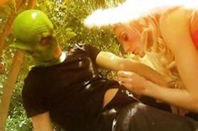 Еротичние игры в лесу